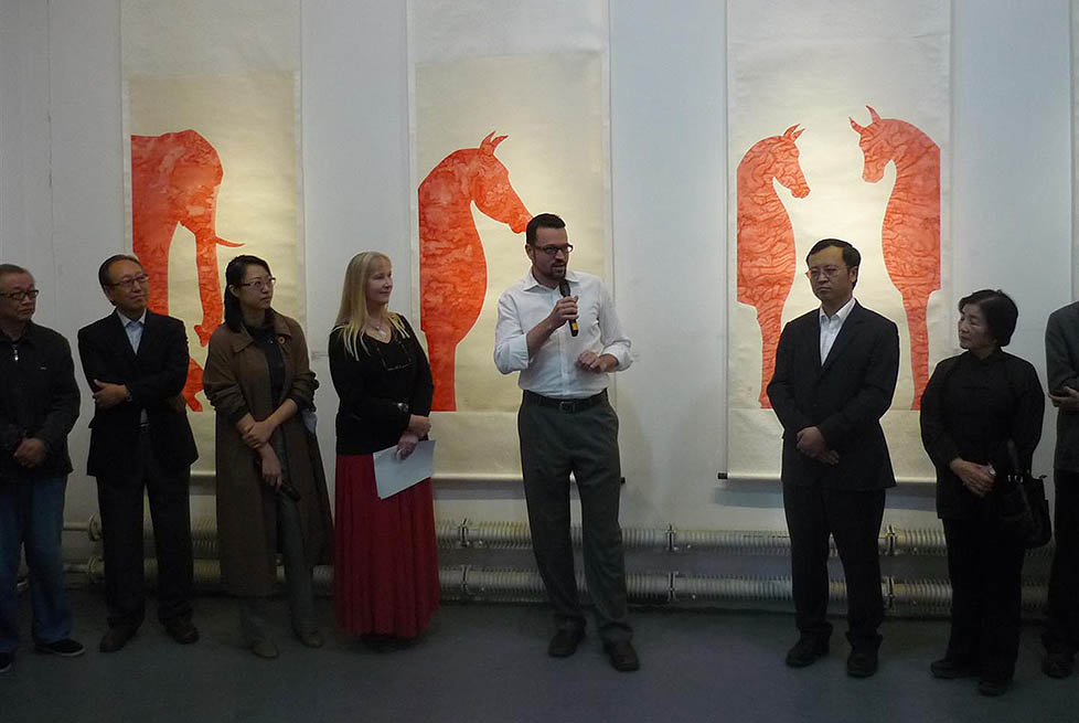 Australian artist Anna Glynn Hidden Worlds exhibition opened Michael Growder Cultural Attaché Australian Embassy Beijing China